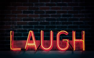 Six Simple and Savvy Steps to Follow to become a Funny Comedian